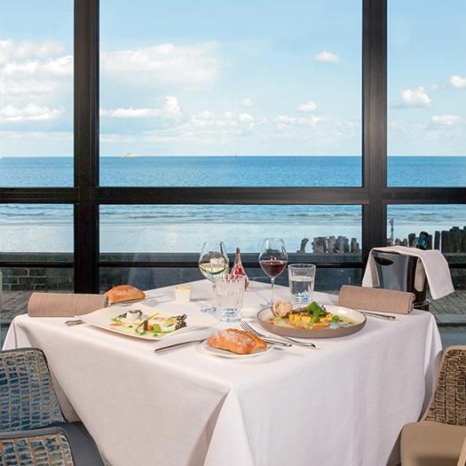 Table vue mer - Hôtel Le Nouveau Monde